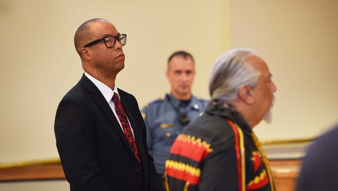 Steven D. Smith (L)  and Ramapough Chief Dwaine Perry (R), in Mahwah municipal court on Sept. 14, 2017.