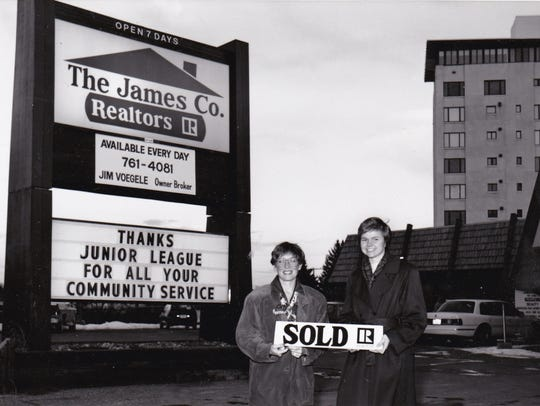 The Junior League has assisted in community projects,
