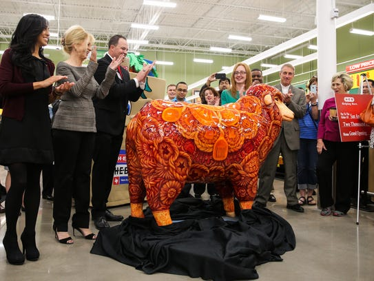 Artist Julie Ramirez, Mayor Brenda Gunter and Store Manager Nick George unveil a sheep statue Thursday, Oct. 19, 2017, at H-E-B San Angelo #2. Gunter created the Sheep Spectacular program.