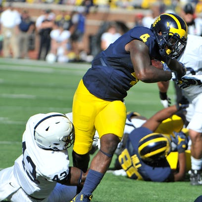 De'Veon Smith gains a few extra yards in the second