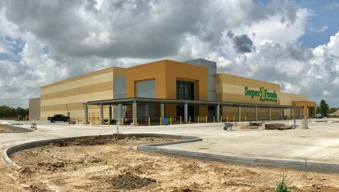 The new Super 1 Foods in Scott is nearing completion.