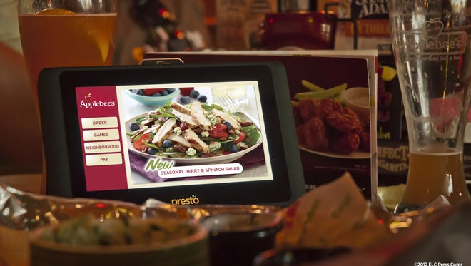 Applebee's is announcing plans to place tablets at every table in every one of its U.S. restaurants by the end of 2014.