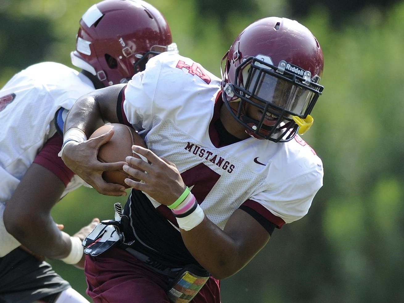 B.J. Smith, shown during an August 2014 practice, helped Stanhope Elmore qualify for a national 7-on-7 tournament Friday.
