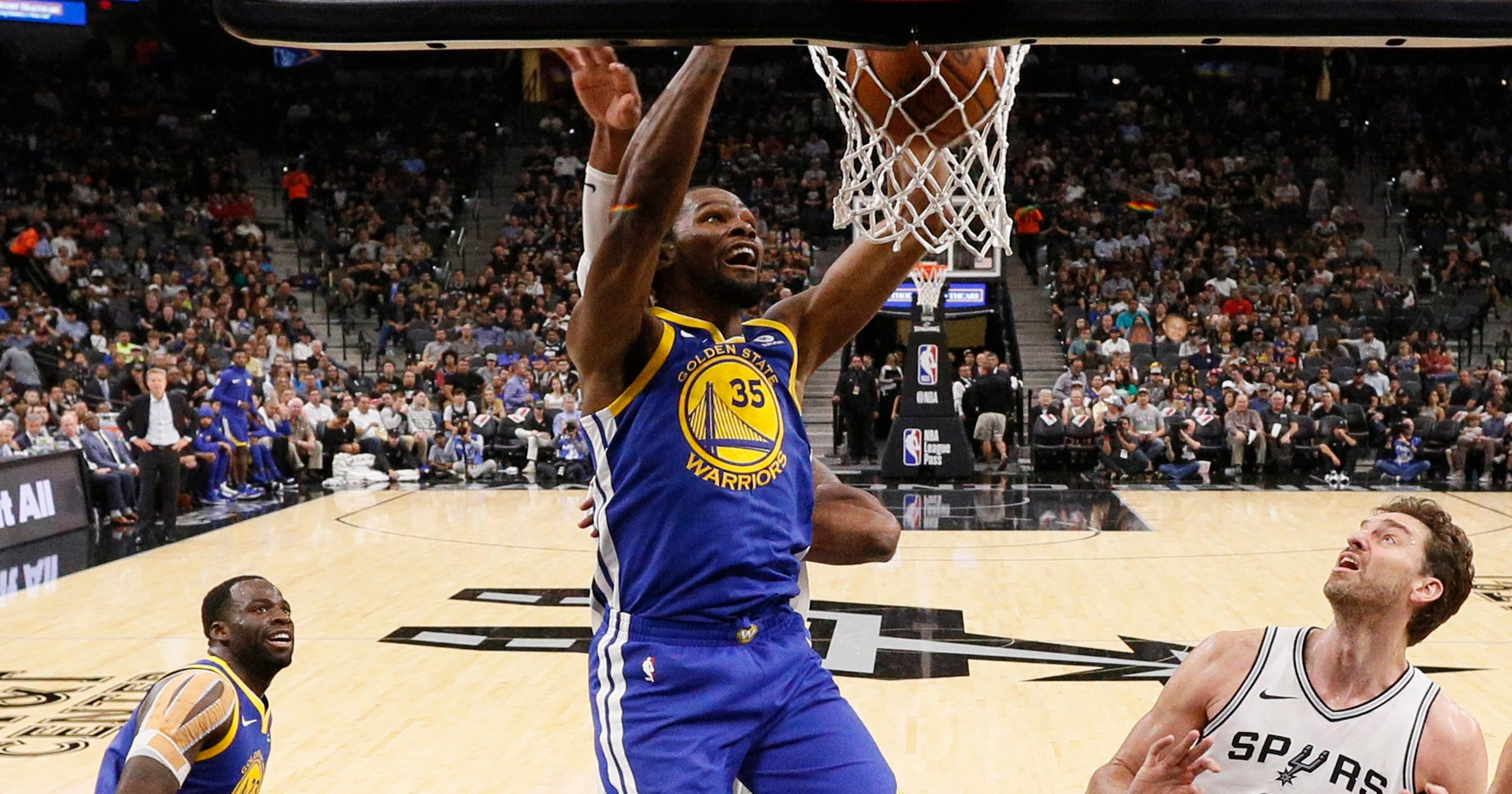 0146f4e72ef Warriors weather slow start to top depleted Spurs