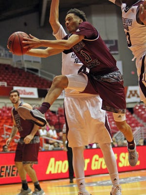 Missouri State's Jarred Dixon, center, goes to the basket against Mississippi State's Travis Daniels, right, and Johnny Zuppardo during the seventh-place game at the Puerto Rico Tip-Off on Sunday.