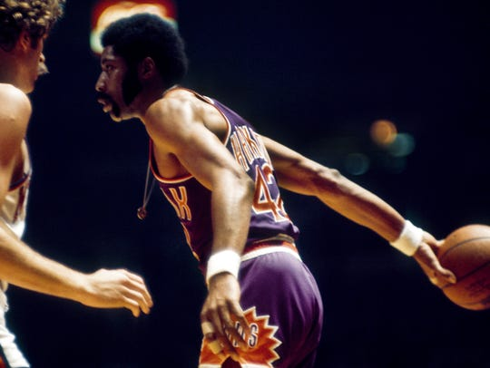 Nov 16, 1971: Phoenix Suns center Connie Hawkins (42)