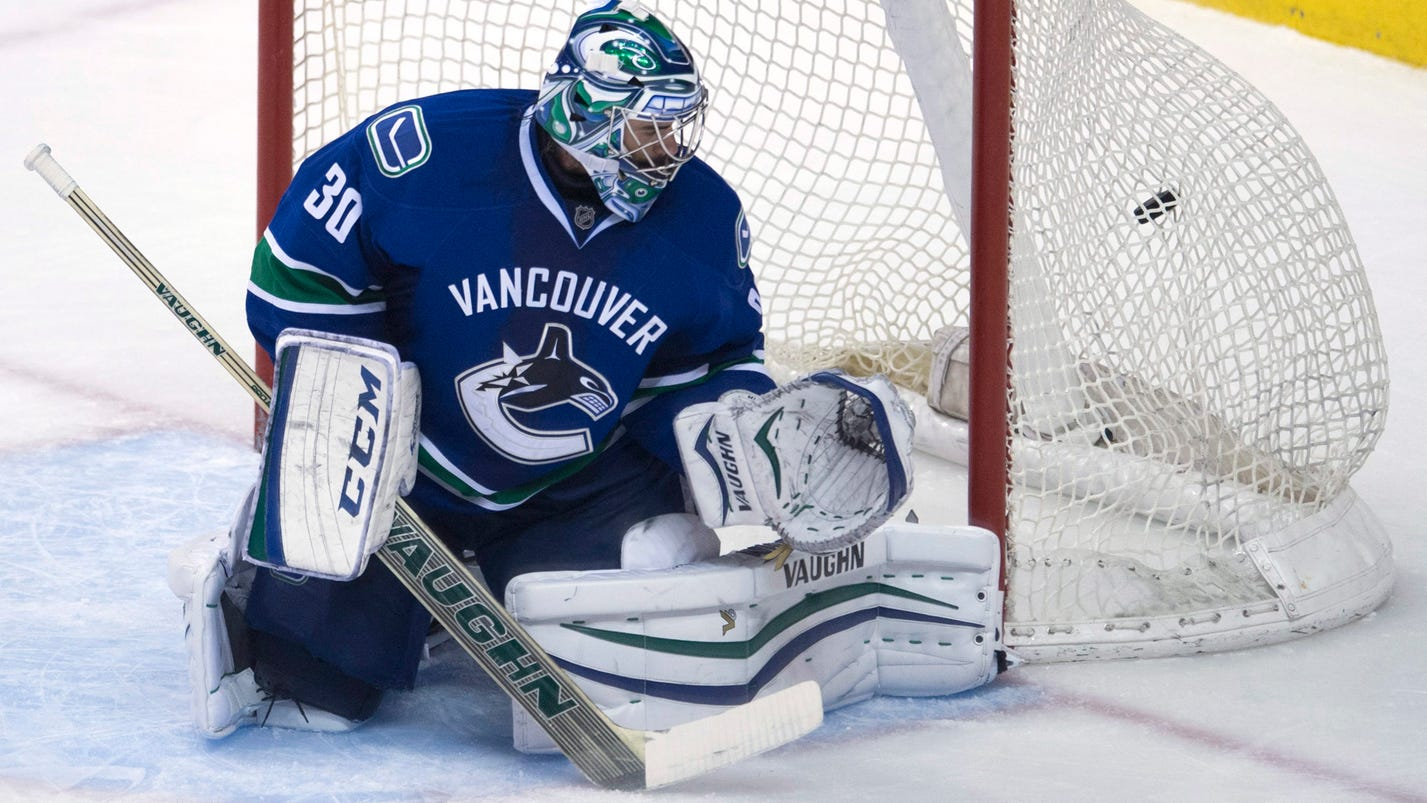 Antti niemi 39 s 33 saves lead san jose 5 1 for Bed tech 3000
