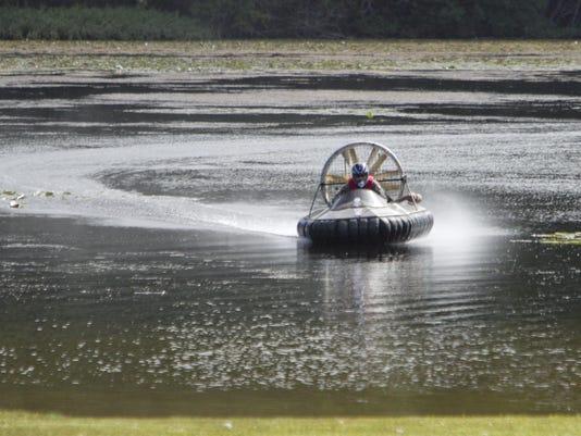 Hovercraft races_02