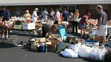 From 8 a.m. to noon May 3, the Advocates environmental committee, Beachkeepers, is presenting a community garage sale at Casino Beach as part of its Earth Day Island Style event.