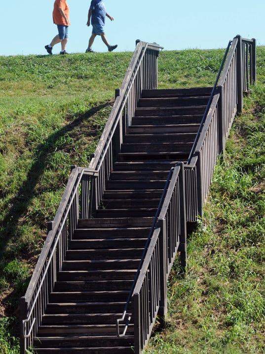 -CGO FLOODWALL STEPS.jpg_20141113.jpg