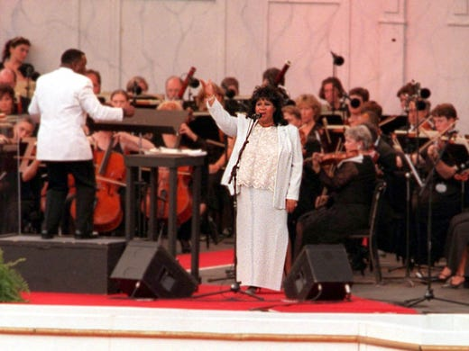 Aretha Franklin starts the 3 Tenors concert by singing