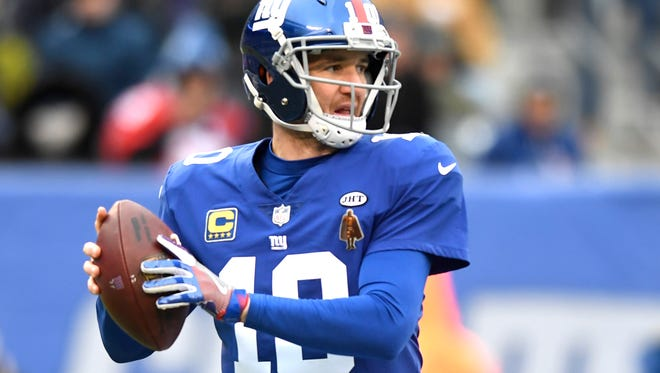New York Giants quarterback Eli Manning (10) faces the Washington Redskins in the first half in East Rutherford, NJ on Sunday, December 31, 2017.