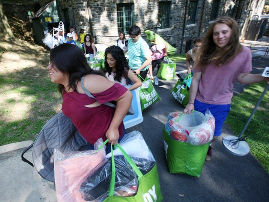 Students carry out supplies for their dorm rooms courtesy