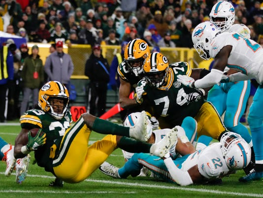 Dolphins_Packers_Football_35899.jpg