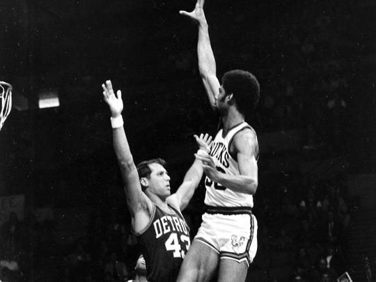 Terry Dischinger defends Lew Alcindor (Kareem Abdul-Jabbar) in 1969.