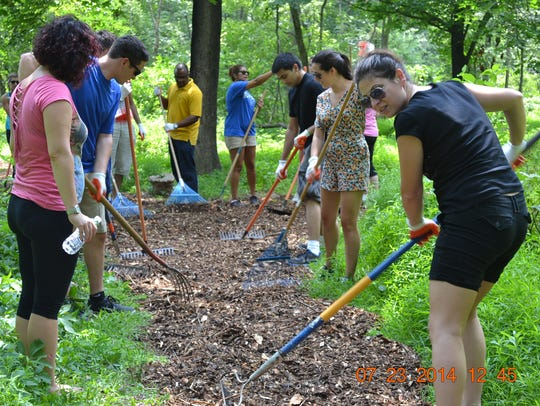 Volunteers maintain trails at Washington Valley Park