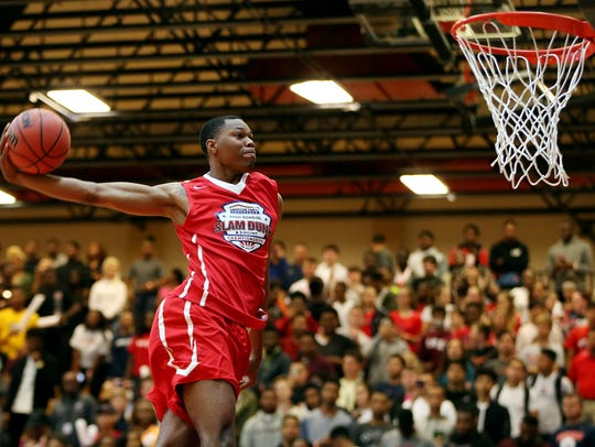 Troy Baxter dunks the ball in the dunk contest during