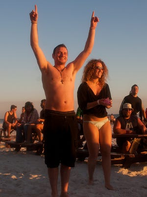 Spring breakers Jorge Rivera, left, and Klaudia Balogh also enjoy Fort Myers Beach in 2014.