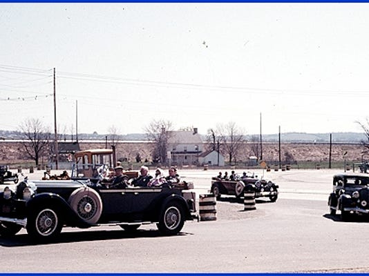 Parade of Vintage Cars in Springettsbury Township (April 15, 1973 Photo by Cliff Satterthwaite)