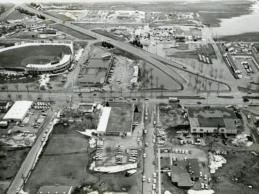 635484880673360002-SHM-MHC-aerial-of-Division-27th-Ave.-S.-ca-1960