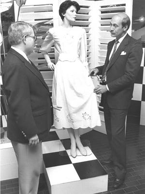 Monnig's Perkins CEO Ron Foppen (right) explains the chain's ambitious new strategy in 1987 at Sikes Senter.