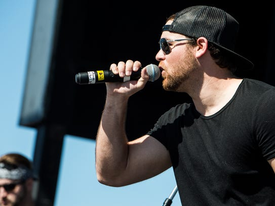 Garret Speer performs during the Everglades Seafood