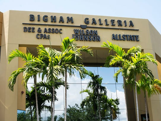 The outside plaza of Bigham Jewelers is seen in Naples,