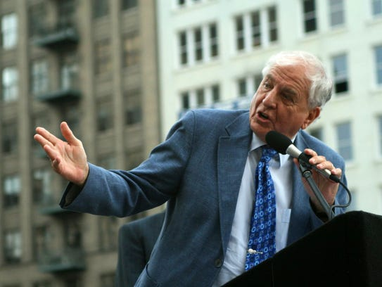 Garry Marshall speaks at the unveiling of a bronze