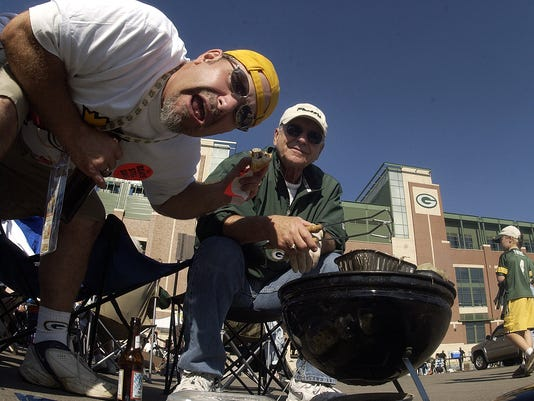 Tailgating at Lambeau Field/Lifestyles