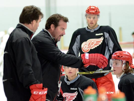 Todd Nelson, center, during the Red Wings' developmental