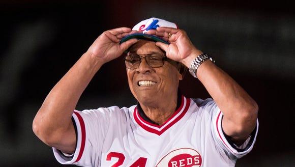 Former Cincinnati Reds' Tony Perez slips on a Montreal