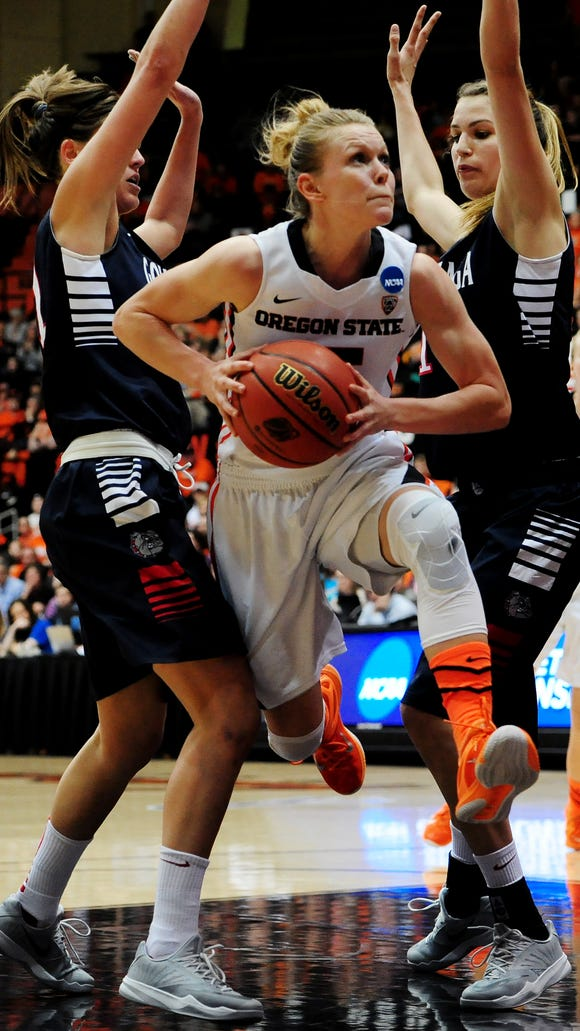 Oregon State guard Jamie Weisner (center) is averaging a team-high 17.0 points per game.