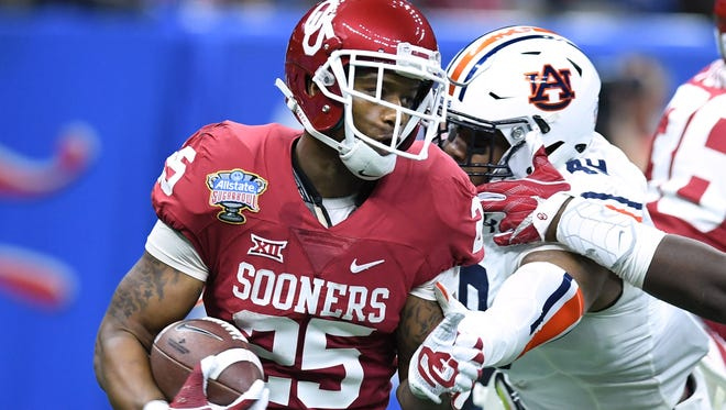 Former Oklahoma RB Joe Mixon set a school record with 2,331 all-purpose yards in 2016.