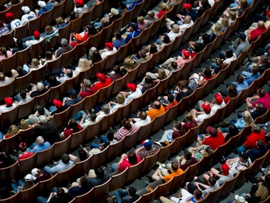 Crowds wait to hear Republican presidential candidate