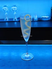 The French 17 tastes as good as it looks with prosecco,