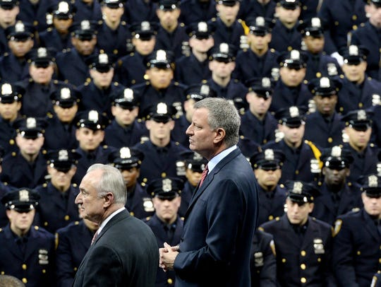 NYPD chief: Officers should not turn backs on de Blasio