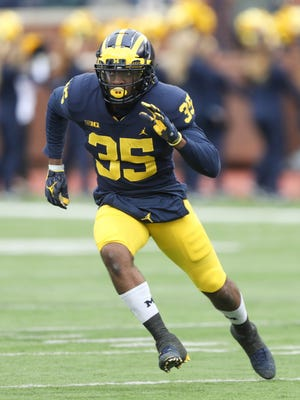 Michigan's Josh Uche rushes against Rutgers in the fourth quarter Saturday, Oct. 28, 2017 at Michigan Stadium.