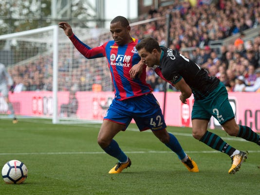 Southampton's Cedric Soares, right, and Crystal Palace's Jason Puncheon in action during their Premier League soccer match at Selhurst Park in London, Saturday Sept. 16, 2017. (Daniel Hambury/PA via AP)
