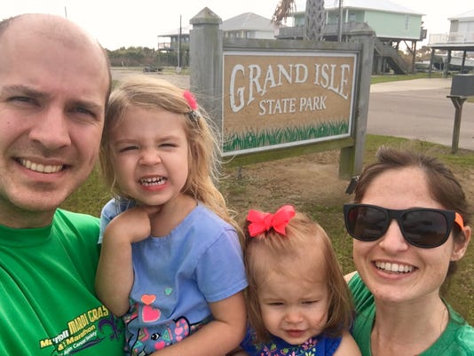 636570476422198510-Grand-Isle-sign-selfie.jpg