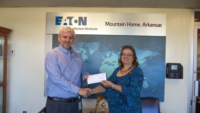 Serenity, Inc. has been awarded a $15,000 grant by Eaton Corp. to hire a part-time volunteer coordinator to assist in managing volunteers at its shelter and retail locations. Shown are (from left) Eaton plant manager Wes Thompson presenting the grant to Niki de Soto, Serenity executive director.