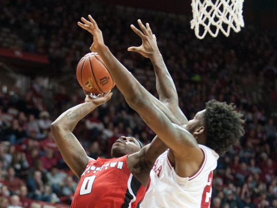 Indiana forward De'Ron Davis (20) tries to defend Youngstown