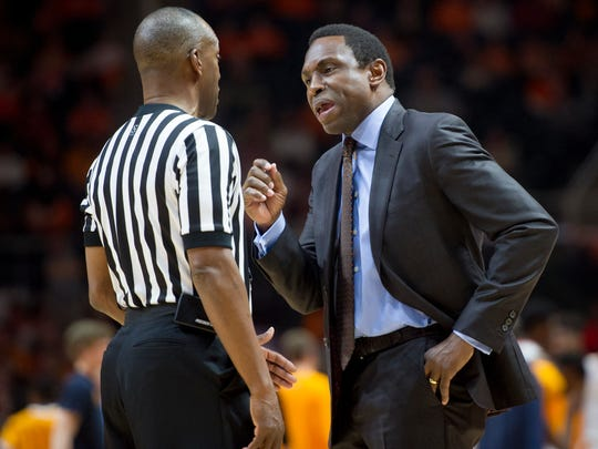 Alabama head coach Avery Johnson disputes a call with the referee during a game at Thompson-Boling Arena on March 4, 2017.