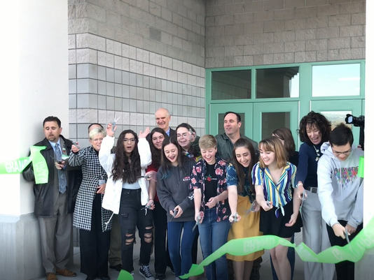636588874409557275-DRHS-ribbon-cutting.png