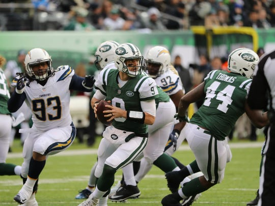 Bryce Petty looks for an open Jets player in the first half, Sunday, December 24, 2017.