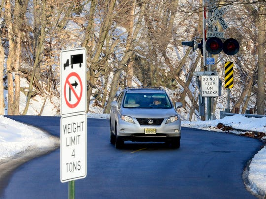 New traffic rules are being considered for the Brookside Avenue/Glenwood Road railroad crossing between Ridgewood and Ho-Ho-Kus.