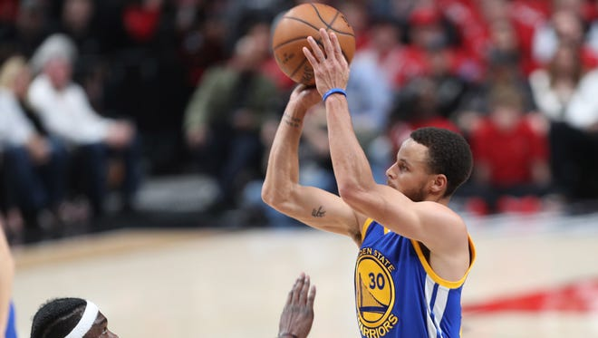 Golden State Warriors guard Stephen Curry  shoots the ball over Portland Trail Blazers forward Noah Vonleh (21) in Game 4 of the first round of the 2017 NBA Playoffs at Moda Center.