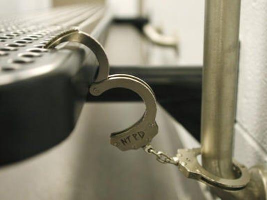 635793024348323715-hand-cuffs