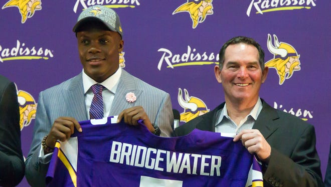 Minnesota Vikings quarterback Teddy Bridgewater (left) and head coach Mike Zimmer pose for pictures at Winter Park Fieldhouse.