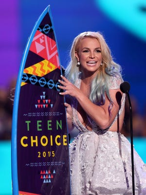Britney Spears accepts the choice style icon award at the Teen Choice Awards at the Galen Center on Sunday, Aug. 16, 2015, in Los Angeles. (Photo by Matt Sayles/Invision/AP)