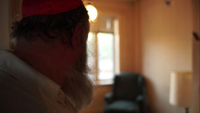 """A scene from """"Thy Father's Chair."""" (International Documentary Film Festival Amsterdam)"""